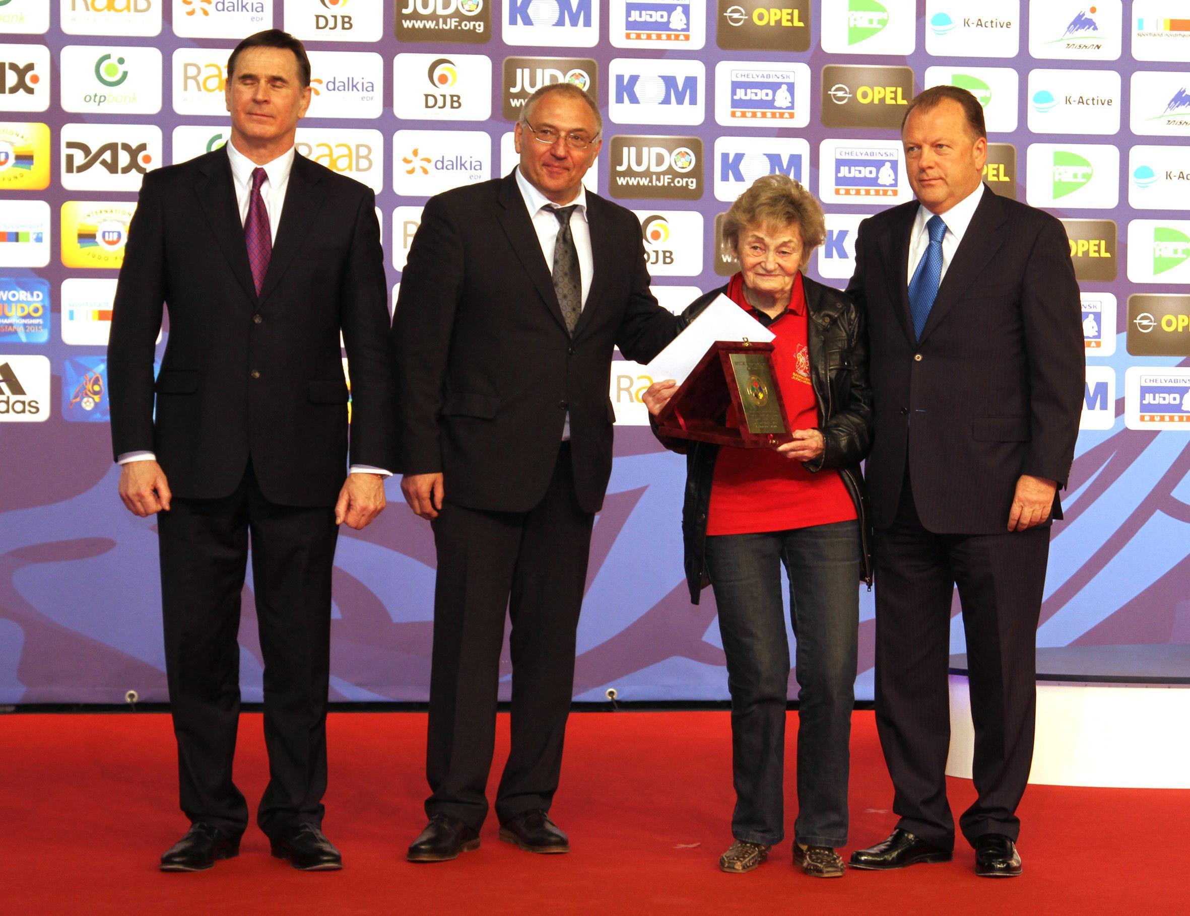 Unsere Uschi Braun erhält große Ehre des Weltverbandes